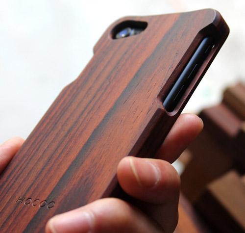手に馴染む1ピースの木製iPhoneケース